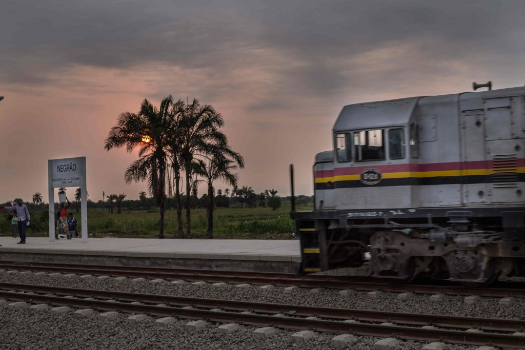 Angola---Tren---negrao-web