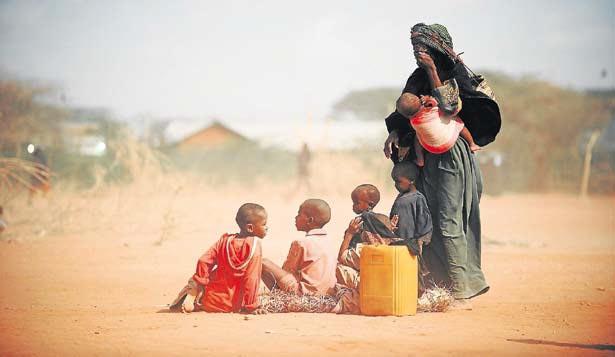 El éxodo de refugiados somalíes desborda los campos de Kenia